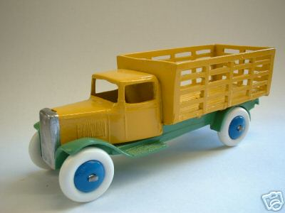 A DINKY TOYS COPY MODEL 25F TYPE 1 MARKET GARDNERS TRUCK YELLOW AND GREEN