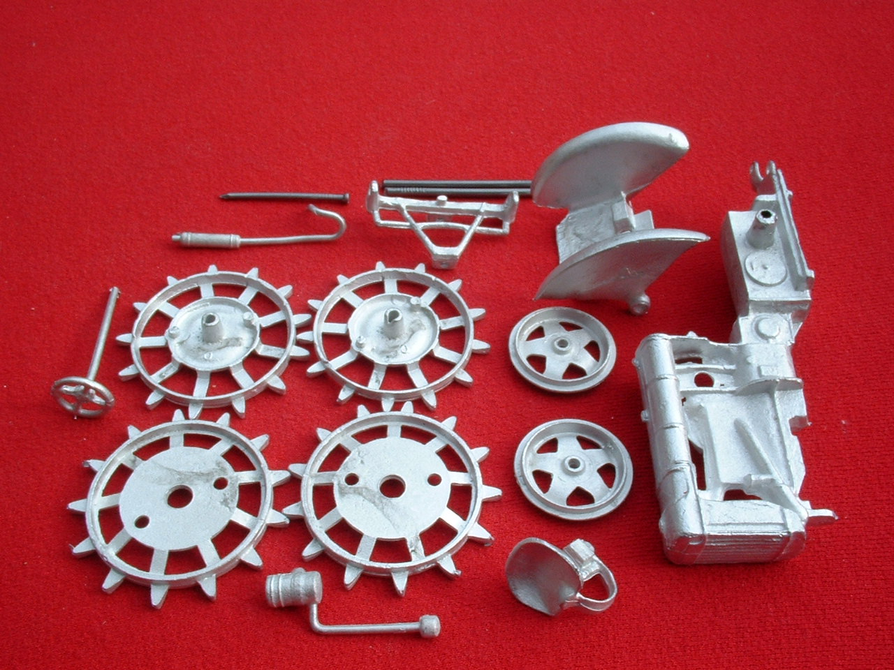 Metal Toy Tractors >> Britains Fordson Tractor Fordson Major E27N Spade Lug Version White Metal Kit Price Each