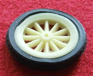 Dinky Toys 109 Father Gabriel Ford T Yellow Plastic spoked road wheel with rubber tyre